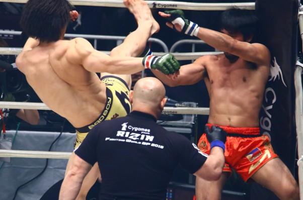 矢地(左)が秒殺KOでRIZIN初陣を飾った
