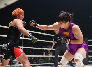 今回初出場で大きな反響を呼んだ中井りん(右)など、女子には豊富な人材がいる(C)RIZIN FF/Sachiko Hotaka
