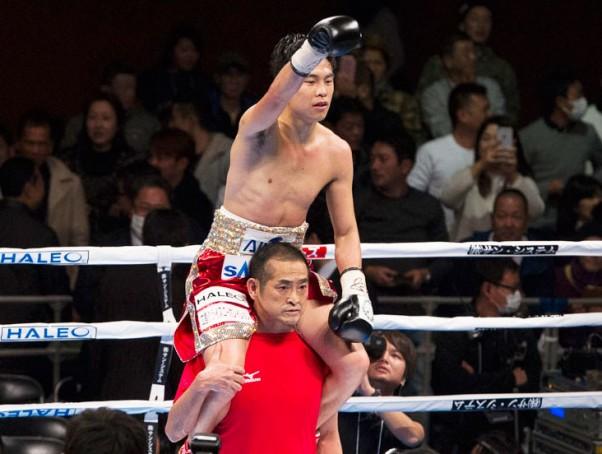 井岡が7RKOで4度目の防衛に成功