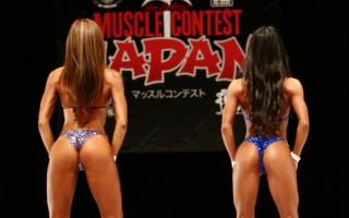 総合優勝した福田さん(右)と黒咲さんのバックポーズ、ヒップ、足の筋肉だが差はないように感じる